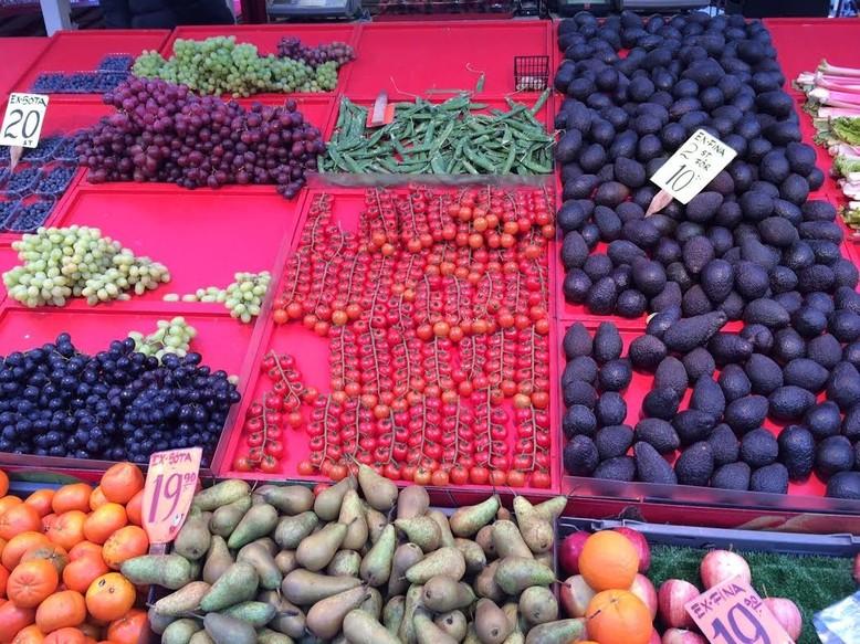Ostern in Stockholm_Fruit market in central Stockholm